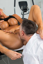 Big Boobed MILF Courtney Taylor Fucked By The Masseur 05