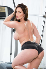 Sporty Mature Babe Kendra Lust Strips In The Gym 02