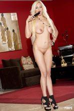 Holly Brookes 01