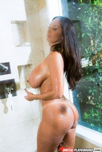 Busty Mature Babe Ava Addams Fucked In The Shower 00