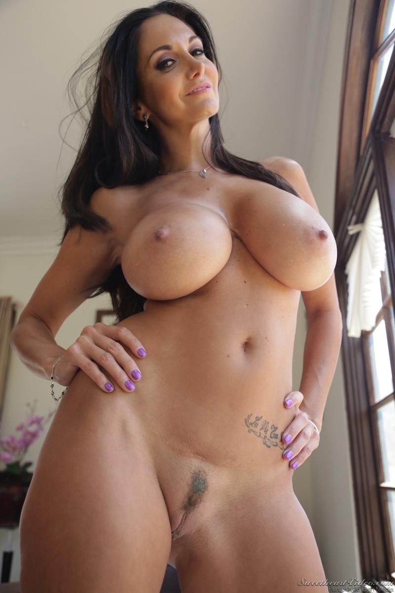 Latina milf bianka pleases a hard cock