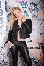 Louise Shows Off Her Tight Body In Leather Pants 00