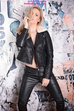 Louise Shows Off Her Tight Body In Leather Pants 02