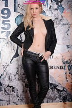 Louise Shows Off Her Tight Body In Leather Pants 09