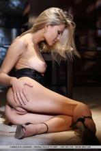 Zuave Hot Blonde Met-art Babe 01