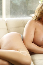 Hot Mommy Richelle Thanks Her Son For The Help 02