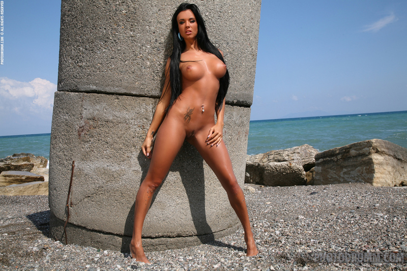 Who can make ebony web cam tubes always looking