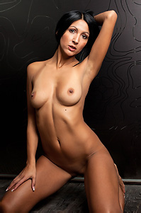 Black Haired Chick Posing Naked