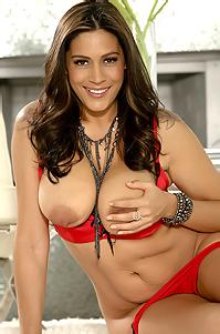 Raylene Presenting Her Nude Body