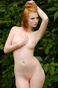 Sweet Amateur Clelia Naked Outdoor