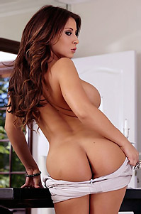 Madison Ivy Gets Nude