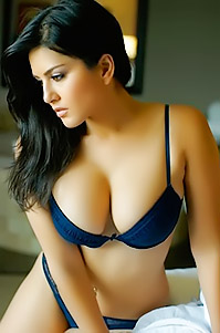 Sunny Leone In Tight Sexy Outfit