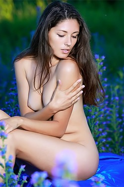 Stunning Russian sweetheart Rosella gets off on nature