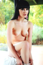 Sultry Malena invites you to join her
